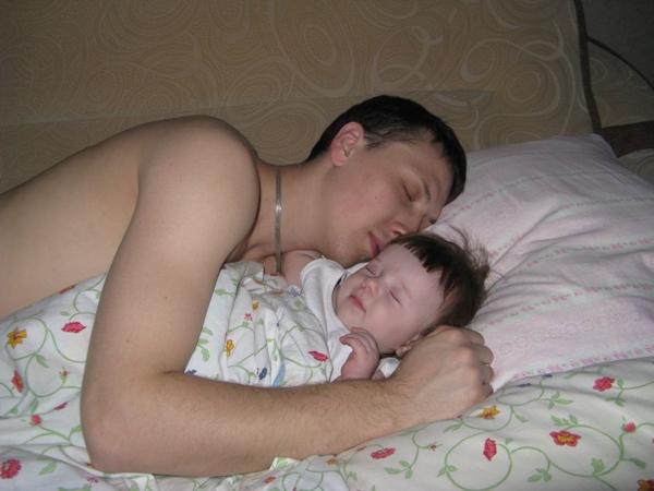 пока отец сын спит мать едет