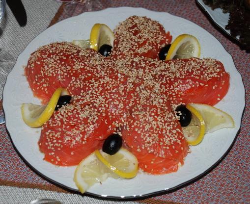 Рецепт салат морская звезда с красной рыбой и креветками