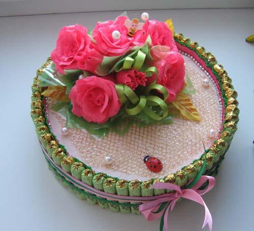 Торт из цветов из гофрированной бумаги