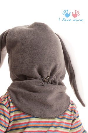 Шапка-шлем из плотного флиса, утеплена термофином, в области ушек малыша...