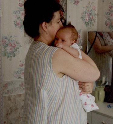 как правильно носить новорожденного столбиком фото