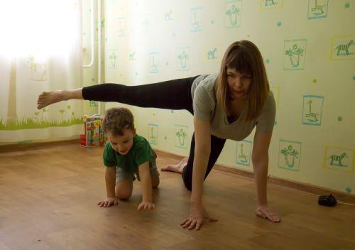 гимнастика для мамы с ребенком